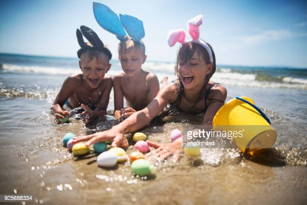 kids playing in sea during easter - happy easter in italian stock pictures, royalty-free photos & images