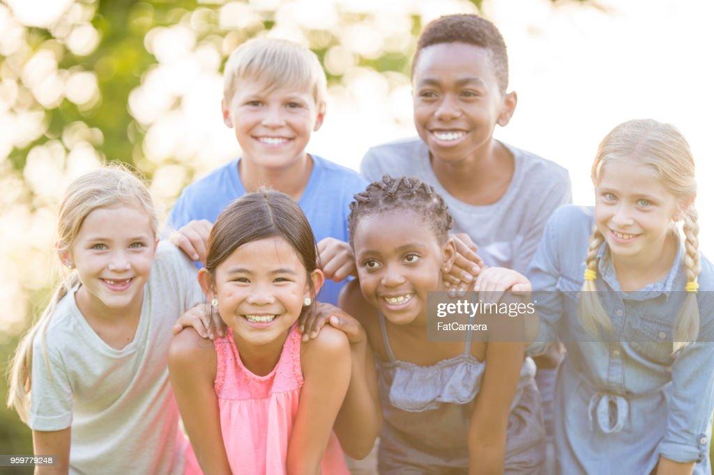 Kinder posieren für Fotos : Stock-Foto