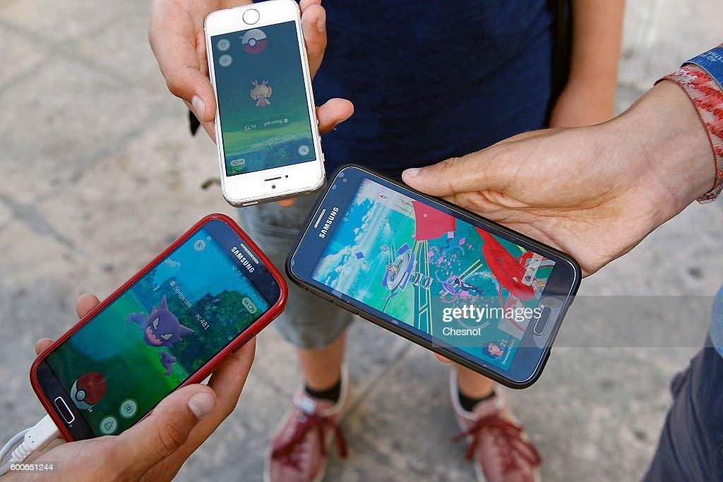 Pokemon Go around Paris : News Photo