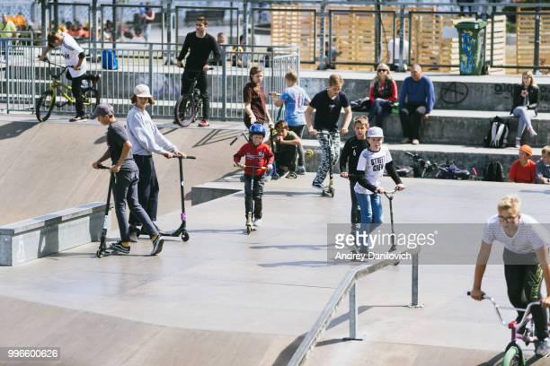 kids skate park - kaliningrad stock pictures, royalty-free photos & images
