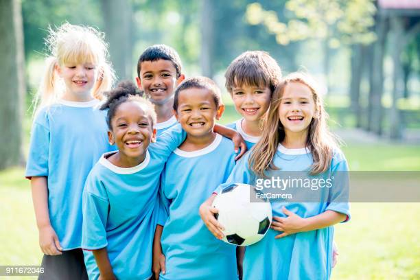 kids soccer team - football league stock pictures, royalty-free photos & images