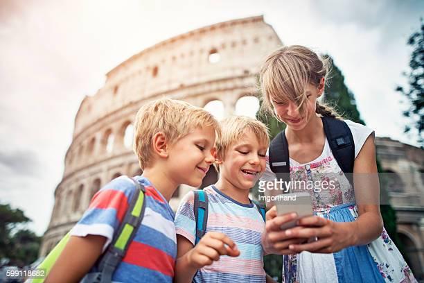 kids tourists checking selfies at colosseum, rome - roma fotografías e imágenes de stock