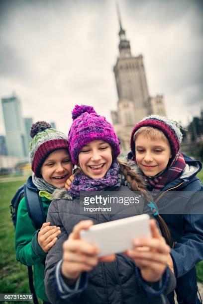 Kinder Touristen Selfie in Warschau, Polen
