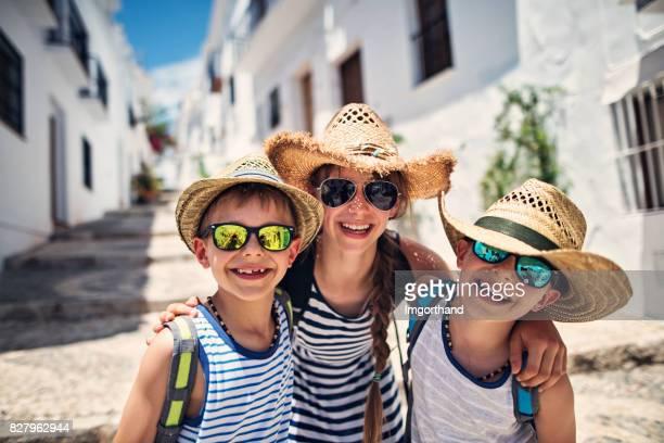 kids visiting andalusian white village - bairro antigo imagens e fotografias de stock