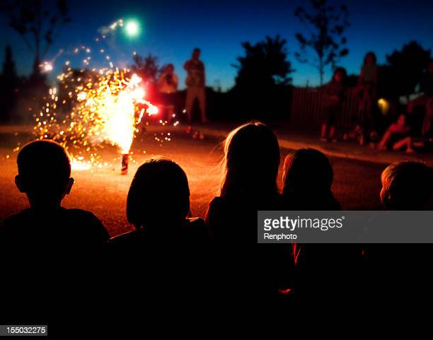 kids watching fireworks: fourth of july - firework display stock pictures, royalty-free photos & images