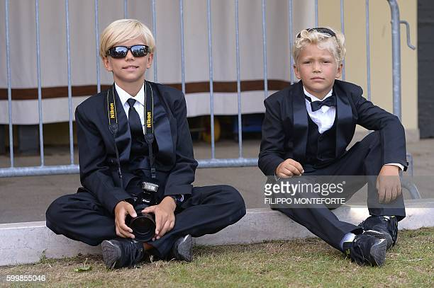 KIds wearing tuxedos wait at the Excelsior Hotel during the 73rd Venice Film Festival on September 7, 2016 at Venice Lido. / AFP / FILIPPO MONTEFORTE