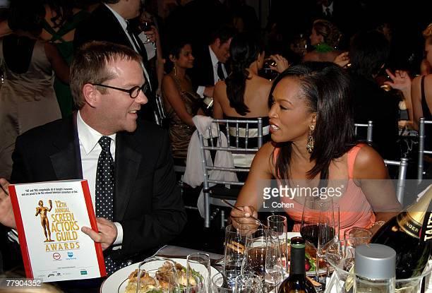Kiefer Sutherland and Angela Bassett 10612_lc0004jpg