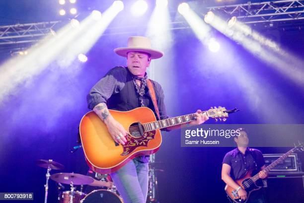 Kiefer Sutherland performs on day 4 of the Glastonbury Festival 2017 at Worthy Farm Pilton on June 25 2017 in Glastonbury England