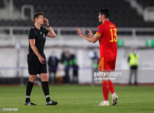 Kieffer Moore of Wales interacts with referee Daniel Siebert during the UEFA Nations League group stage match between Finland and Wales at Helsingin...