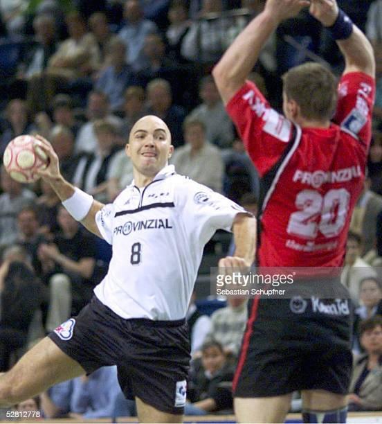 EM 2001 Kiel SPIEL UM PLATZ DREI THW KIEL SG FLENSBURG HANDEWITT Demetrio LOZANO/KIEL Thomas KNORR/FLENSBURG