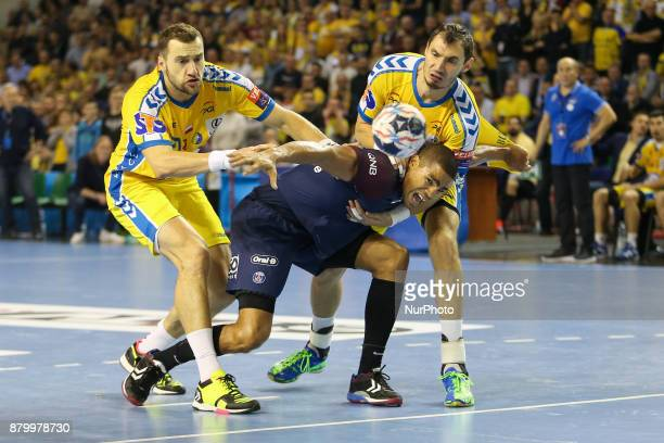 Kielce pidflka reczna liga mistrzow PGE Vive Kielce Paris SaintGermain Mariusz Jurkiewicz Daniel Narcisse Krzysztof Lijewski during EHF Handball...