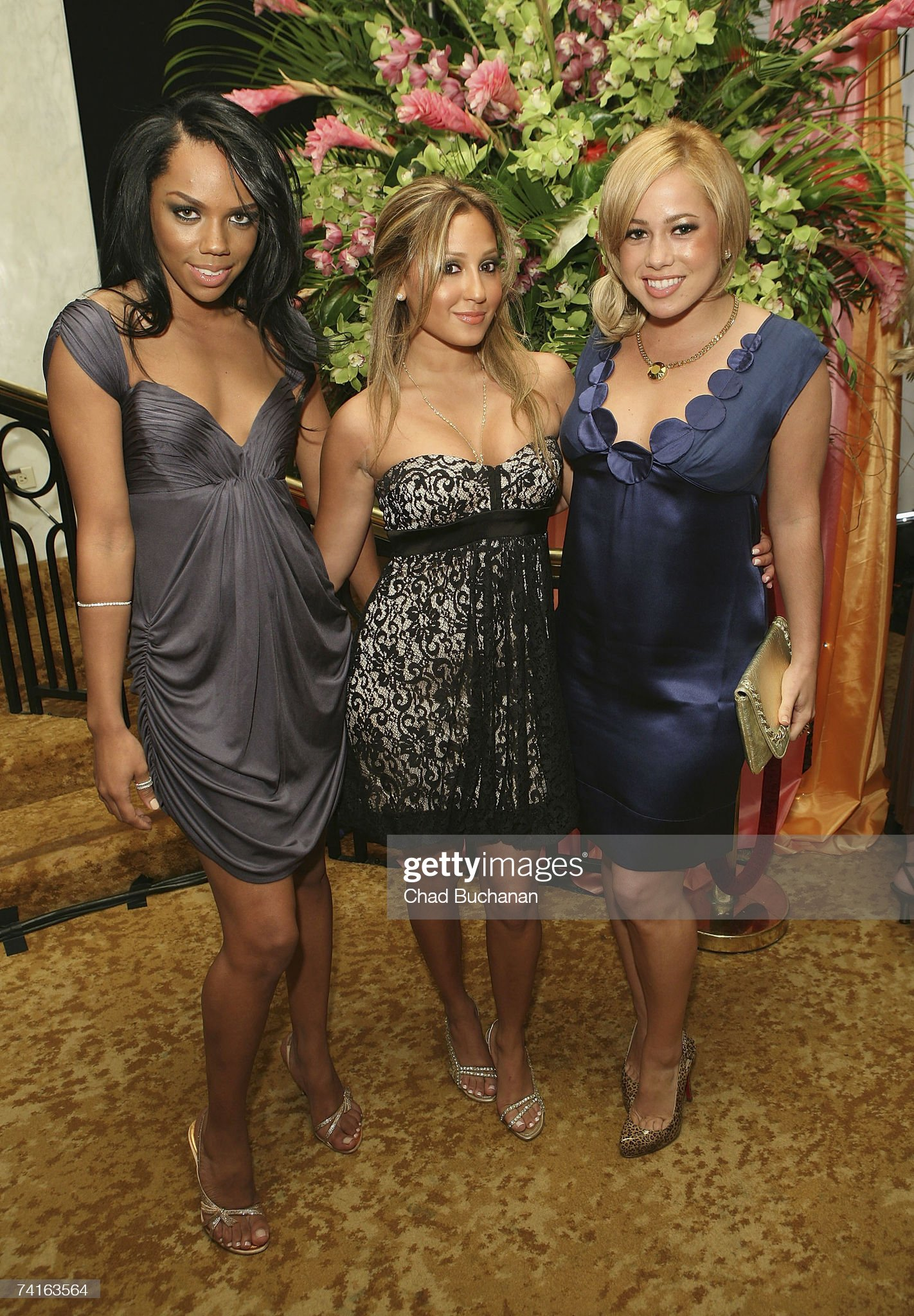 ¿Cuánto mide Adrienne Bailon? - Real height Kiely-williams-adrienne-bailon-and-sabrina-bryan-of-the-cheetah-girls-picture-id74163564?s=2048x2048