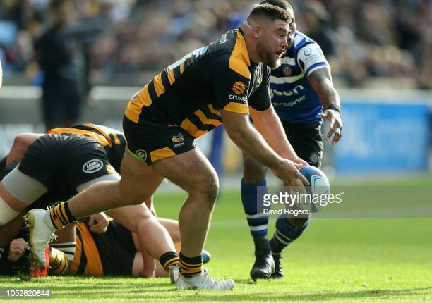 Kieran Brookes of Wasps passes the ball during the Champions Cup match between Wasps and Bath Rugby at Ricoh Arena on October 20, 2018 in Coventry,...