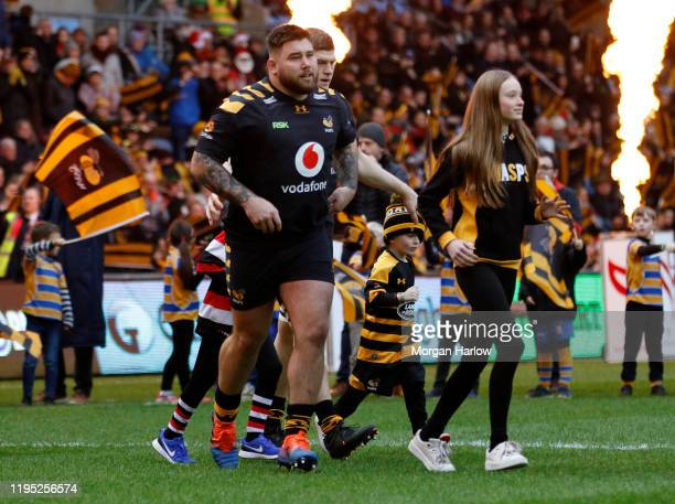 Kieran Brookes of Wasps runs onto the pitch prior to the Gallagher Premiership Rugby match between Wasps and Harlequins at on December 21, 2019 in...