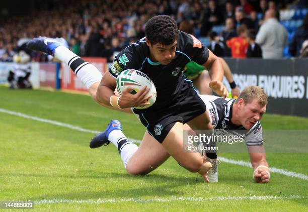 Kieran Dixon of London Broncos scores a try during the Stobart Super League match between London Broncos and Hull FC at Priestfield Stadium on May...