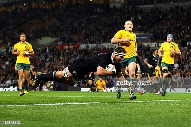 Kieran Read of New Zealand scores a try during The Rugby Championship match between the New Zealand All Blacks and the Australian Wallabies at...