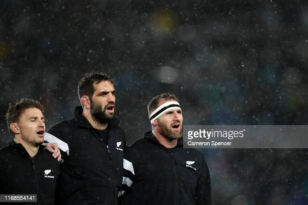 Kieran Read of the All Blacks and team mates sing the New Zealand national anthem during The Rugby Championship and Bledisloe Cup Test match between...