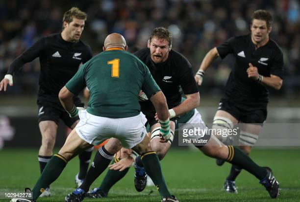 Kieran Read of the All Blacks comes up against Gurthro Steenkamp of the Springboks during the TriNations match between the New Zealand All Blacks and...