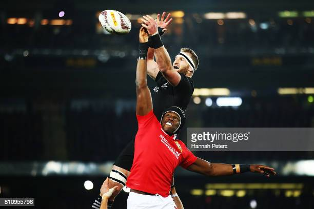 Kieran Read of the All Blacks competes with Maro Itoje of the Lions in the lineout during the Test match between the New Zealand All Blacks and the...