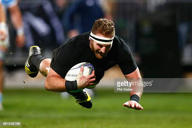 Kieran Read of the New Zealand All Blacks scores a try during The Rugby Championship match between the New Zealand All Blacks and Argentina at AMI...