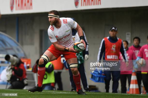 Kieran Read of Toyota Verblitz passes the ball during the Rugby Top League match between Yamaha Jubilo and Toyota Verblitz at Yamaha Stadium on...