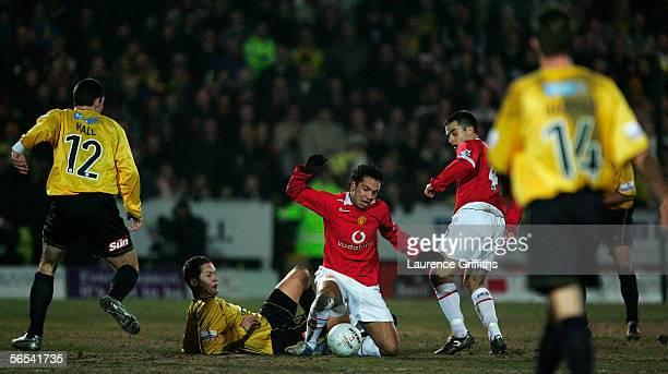 Kieran Richardson of Man Utd battles with Jake Sedgemore of Burton during the FA Cup Third Round match between Burton Albion and Manchester United on...