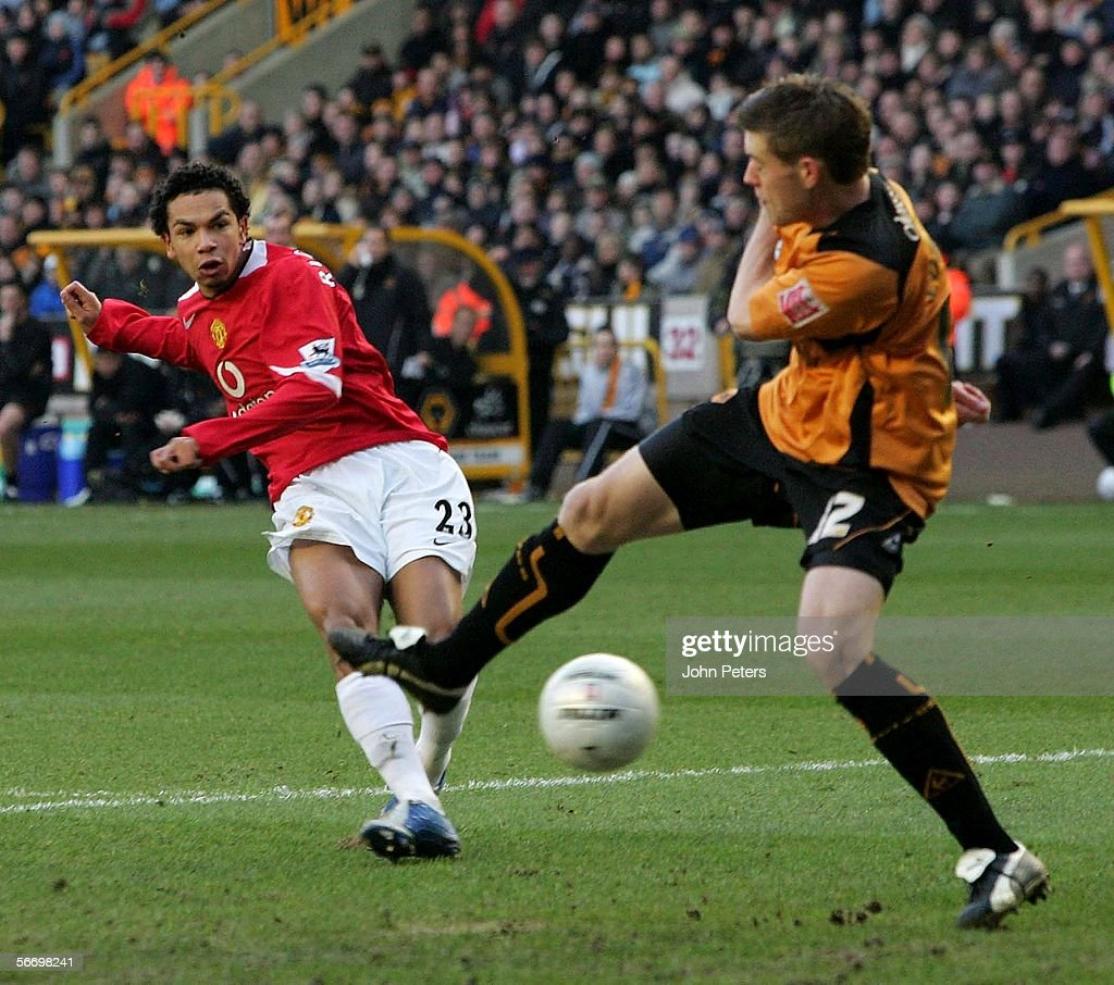 Kieran Richardson of Manchester United scores the first goal during the FA Cup Fourth Round match between Wolverhampton Wanderers and Manchester United at Molineux on January 29 2006 in Wolverhampton, England.