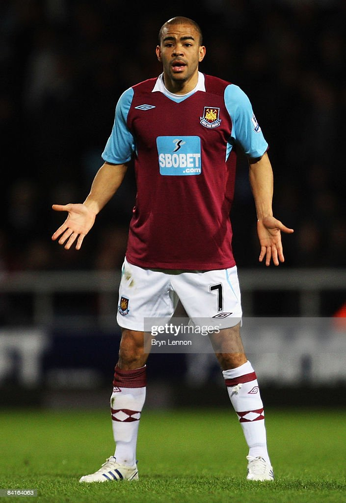 West Ham United v Barnsley - FA Cup 3rd Round : News Photo