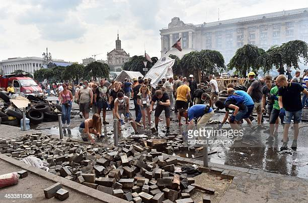 Kiev residents clean up Maidan selfdefence activists camp and the barricades in Kiev on August 9 2014 as thousands of the residents came to remove...