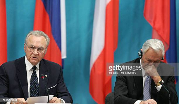Lithuanian President Valdas Adamkus listens to the speech of Estonian President Arnold Ruutel during the Forum of Community of Democratic Choice with...