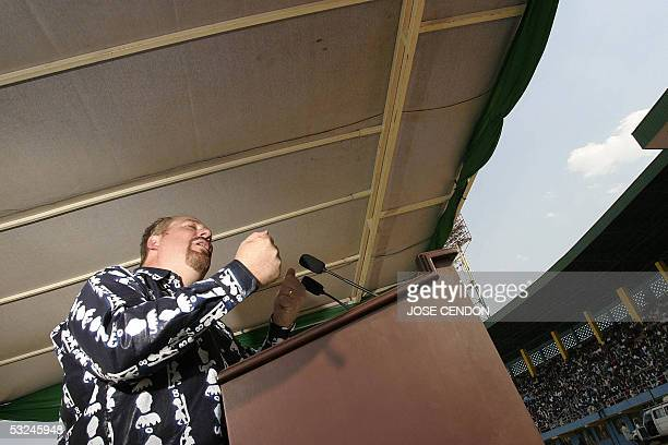 Evangelist Rick Warren speaks in the presence of Rwandan President, Paul Kagame 16 July 2005 at Amahoro Stadium, in Kigali, Rwanda. Warren came to...