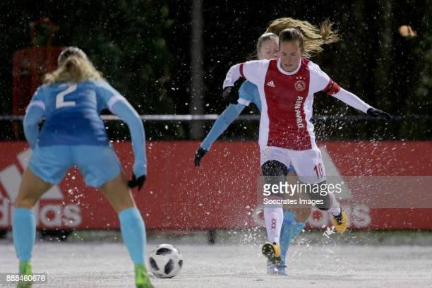 Kika van Es of FC Twente Women Desiree van Lunteren of Ajax Women during the Dutch Eredivisie Women match between Ajax v Fc Twente at the De Toekomst...