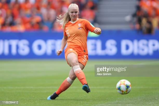 Kika van Es of the Netherlands controles the ball during the 2019 FIFA Women's World Cup France group E match between New Zealand and Netherlands at...
