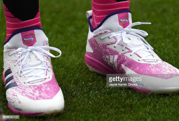 Kike Hernandez of the Los Angeles Dodgers wears custom Adidas baseball cleats in honor of Mother's Day for the game against the Cincinnati Reds at...