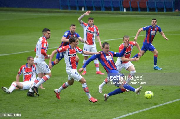 Kike of SD Eibar scores his side's first goal during the La Liga Santander match between SD Eibar and Deportivo Alavés at Estadio Municipal de Ipurua...