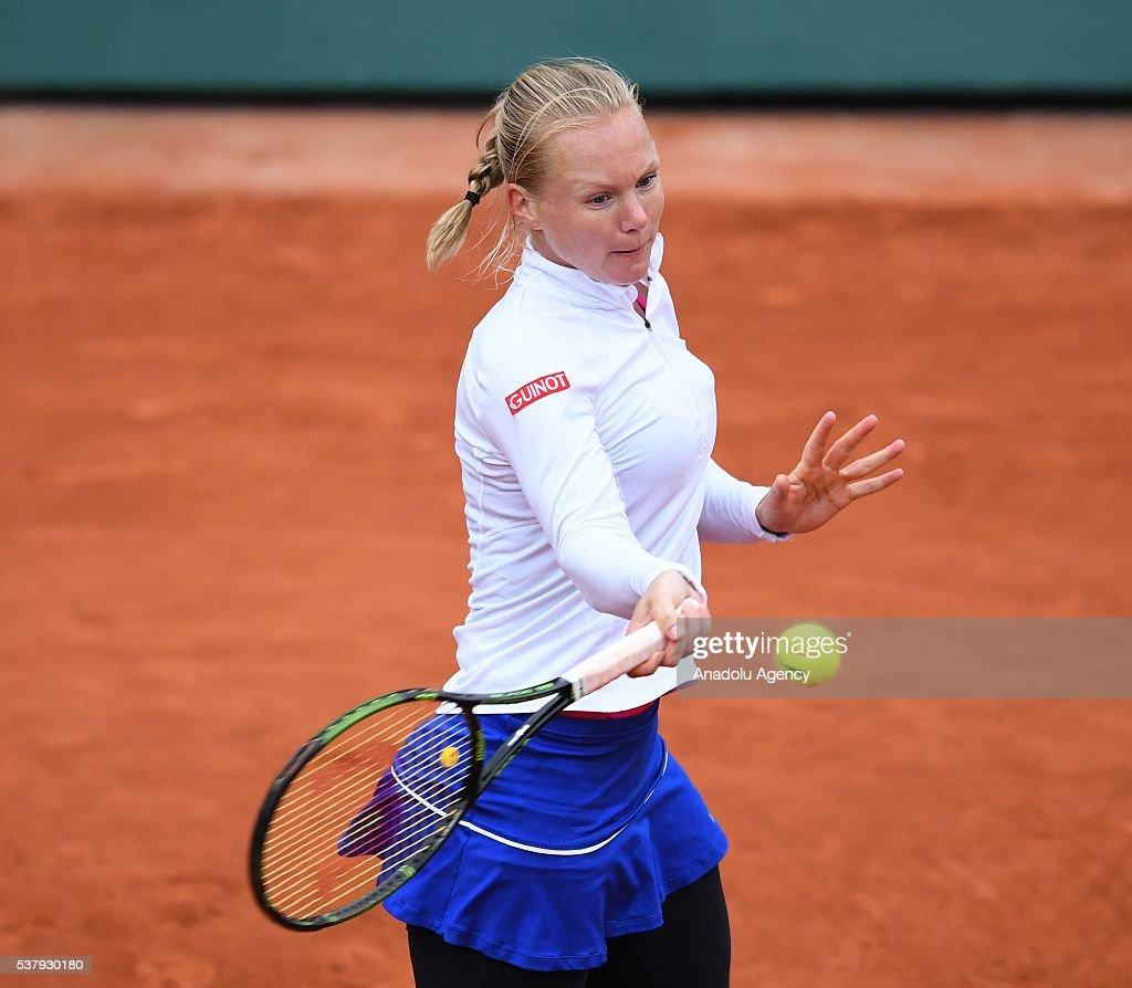 2016 French Open semi final match - Serena Williams vs Kiki Bert : News Photo