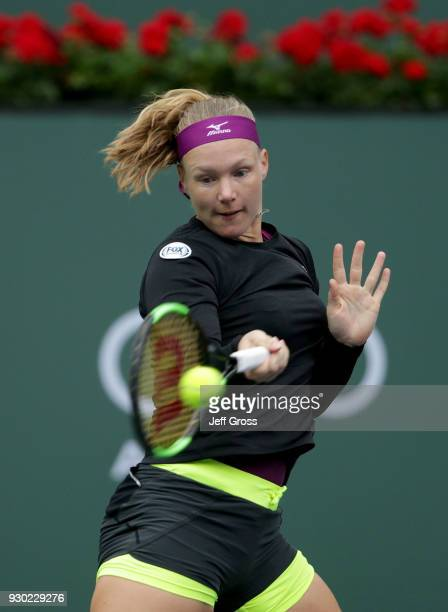 Kiki Bertens of the Netherlands returns a forehand to Serena Williams during the BNP Paribas Open on March 10 2018 at the Indian Wells Tennis Garden...