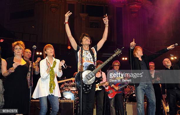 Kiki Dee Ronnie Wood and Mick Hucknall perform during the Helping The Heart of Music Concert in aid of the PRS members benevolent fund starring the...