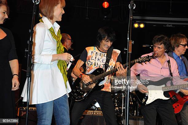 Kiki Dee Ronnie Wood and Terry Taylor perform during the Helping The Heart of Music Concert in aid of the PRS members benevolent fund starring the...