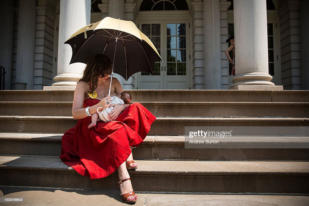 Rally At New York's City Hall Celebrates Public Breastfeeding Law : News Photo