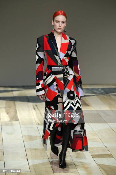 Kiki Willems walks the runway during the Alexander McQueen show as part of Paris Fashion Week Womenswear Fall/Winter 2020/2021 on March 02, 2020 in...