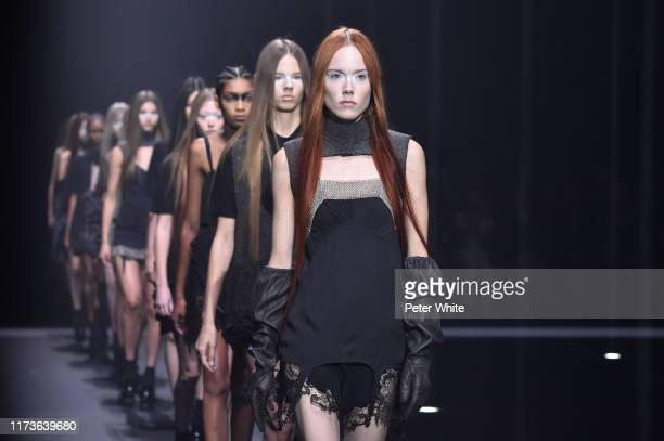 Kiki Willems walks the runway for Vera Wang during New York Fashion Week on September 10, 2019 in New York City.