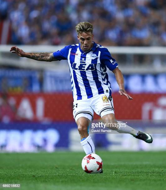 Kiko Femenia of Deportivo Alaves runs with the ball during the Copa Del Rey Final between FC Barcelona and Deportivo Alaves at Vicente Calderon...