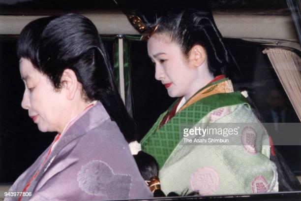 Kiko Kawashima in traditional Juni-Hitoe kimono arrives at the Kashikodokoro sanctuary during the 'Kekkon-no-Gi' wedding ceremony on June 29, 1990 in...