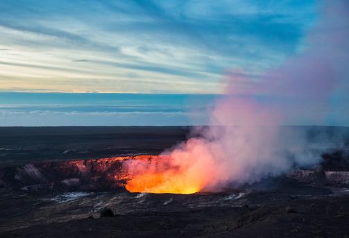Kilauea Crater, Hawaii Volcanoes National Park, Big Island 860969560