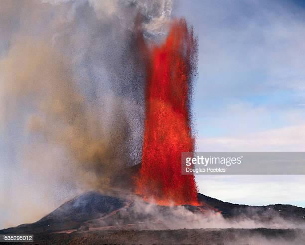 kilauea erupting - vulcano attivo foto e immagini stock