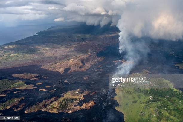 kilauea lava burn, eastern rift zone - パホア ストックフォトと画像