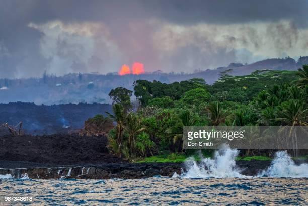 kilauea lava fountains - パホア ストックフォトと画像
