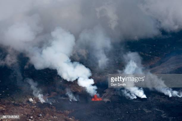 kilauea lava in leilani estates - don smith stock pictures, royalty-free photos & images