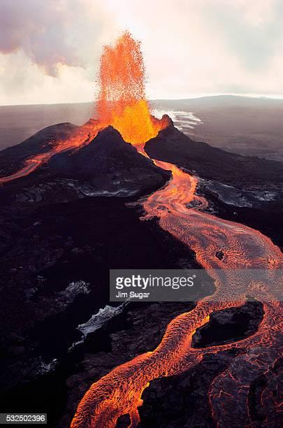 kilauea volcano erupting - kīlauea volcano stock photos and pictures